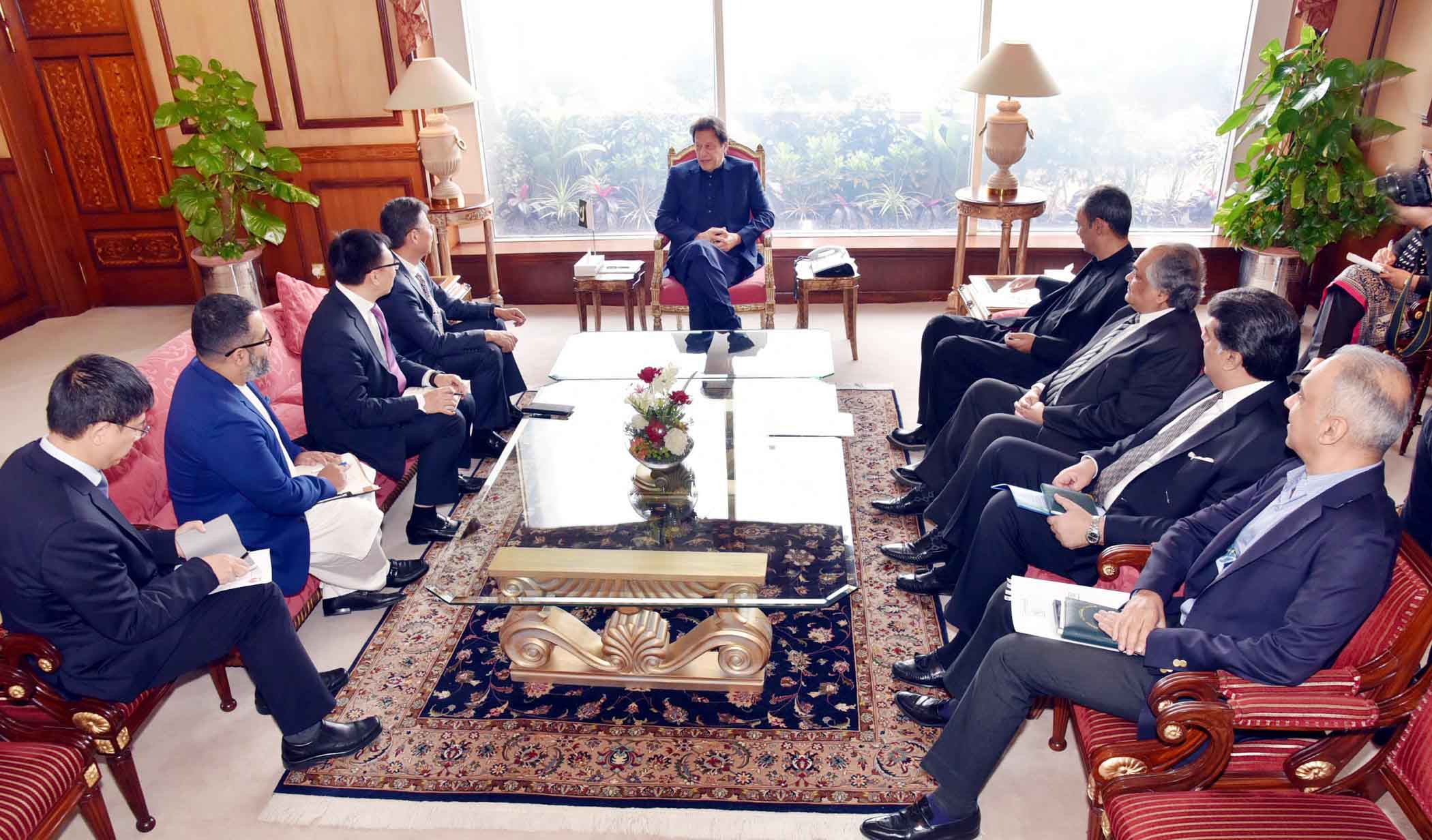 PM asks foreign firms to take benefit from Pakistan's e-commerce policy