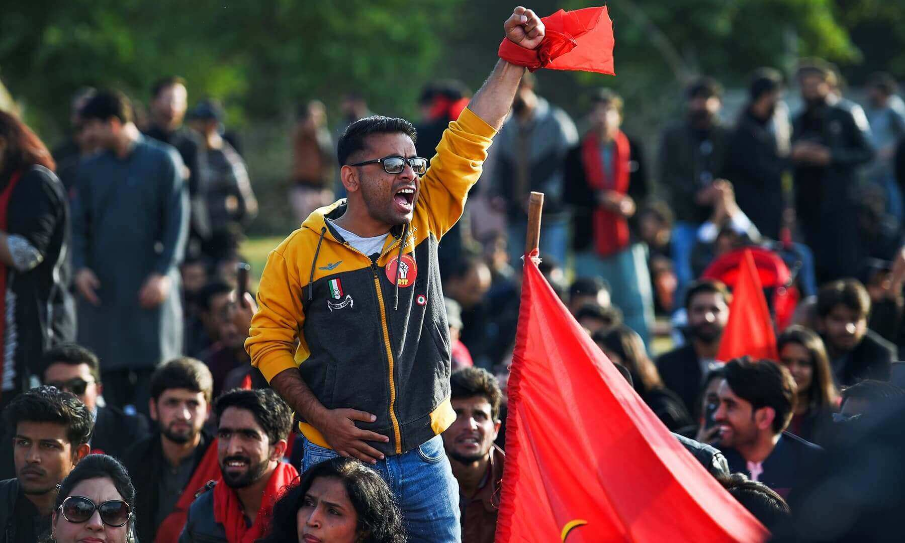 Students demand right to form unions, fee reduction