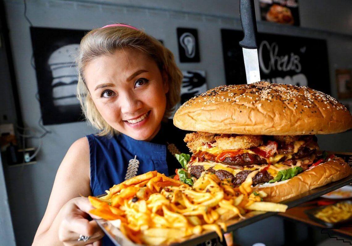 'Biggest burger' with 10,000 calories becomes internet sensation