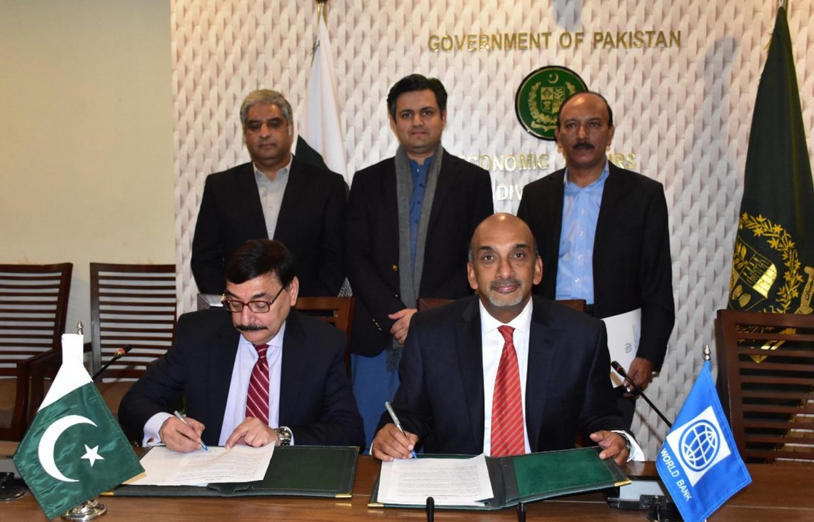Dr Syed Pervaiz Abbas and Patchamuthu Illangovan ink accords