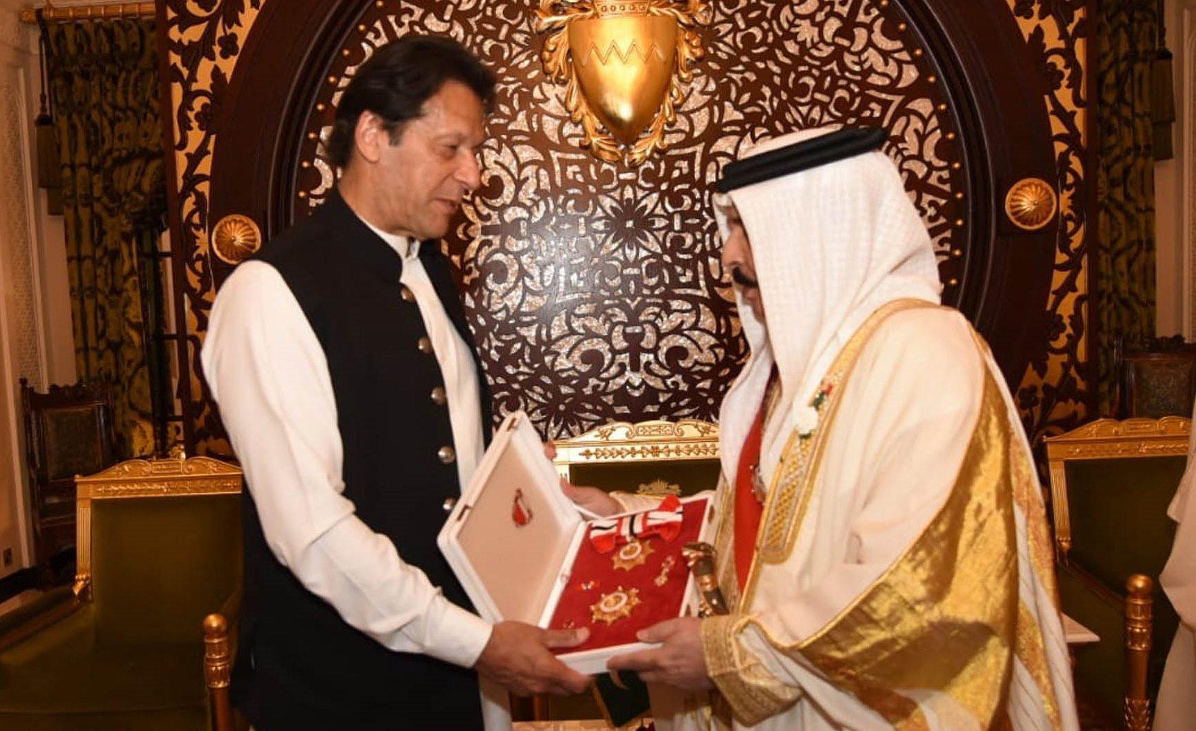 King Hamad Bin Isa Al Khalifa confers 'Bahrain Order on Prime Minister Imran Khan at Sakhir Palace in Manama
