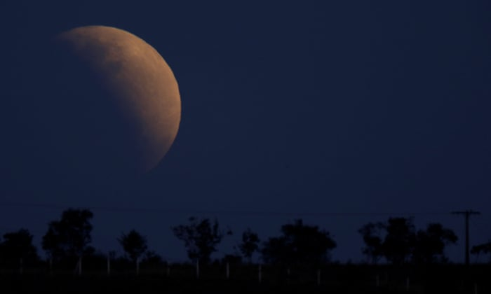 After penumbral lunar eclipse, the moon emerged from the shadow of the earth
