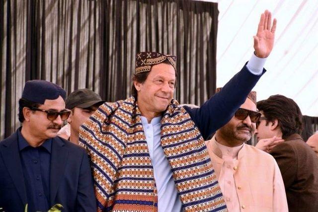 Imran Khan loves listening to 'Is karam ka karu shukar kese adaa